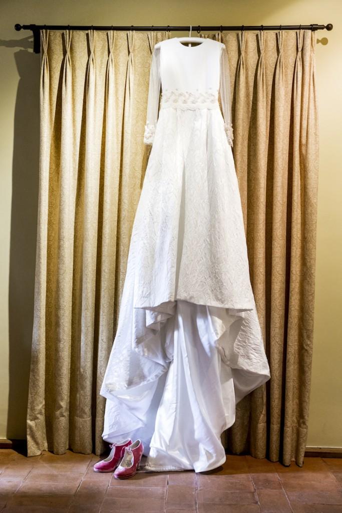 Vestido de novia en brocado de seda natural con bordado en 3D en rosa cuarzo en el blog de Beatriz Alvaro