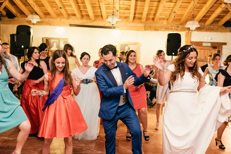 el vestido de novia con pedrería en oro rosa de Nuria en el blog de Beatriz Alvaro