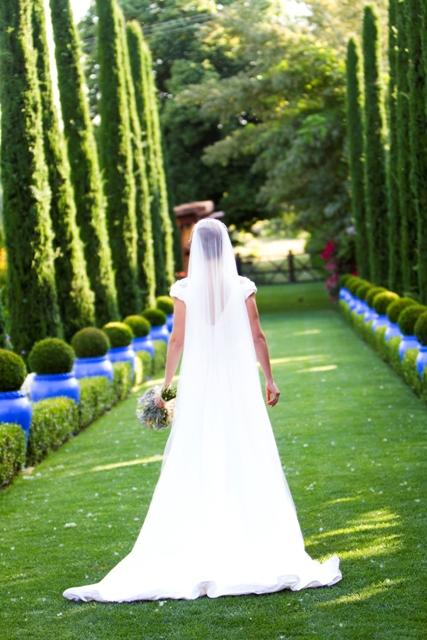 Como una princesa en la finca antigua Fábrica de Harinas. Vestido de novia Beatriz Alvaro. Fotos Arancha Sandúa