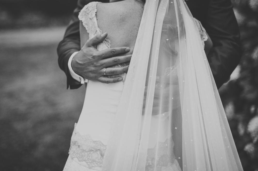Hoy os desvelamos todos los detalles del vestido de novia de Monica realizado por Beatriz Alvaro