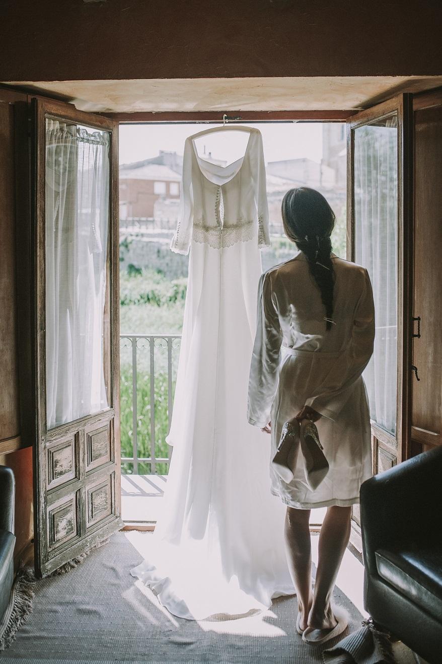 el vestido de novia de Laura, realizado en el atelier de Beatriz Alvaro, todos los detalles en el blog de bodas